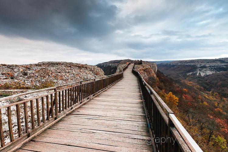 Дървена пътека към Табиите