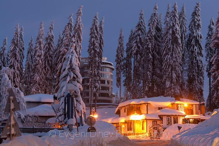 Курорт Пампорово през зимата, по заран
