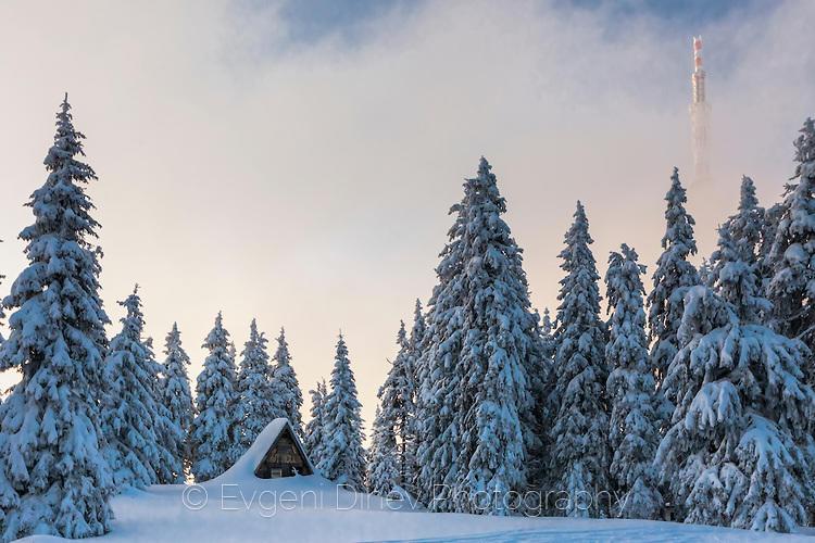 Къщурка затрупана в сняг