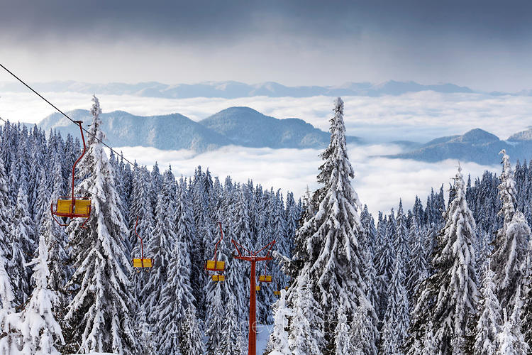 Лифтове извозват към мъглата