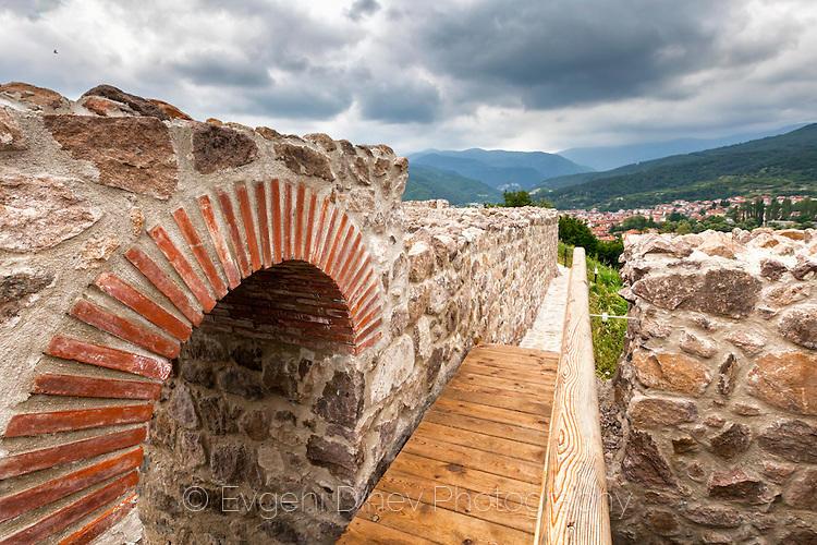 Крепостна стена на Перистера