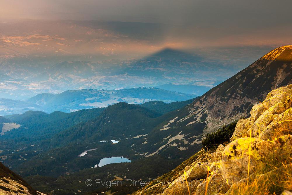 Проекция на планински връх в долината