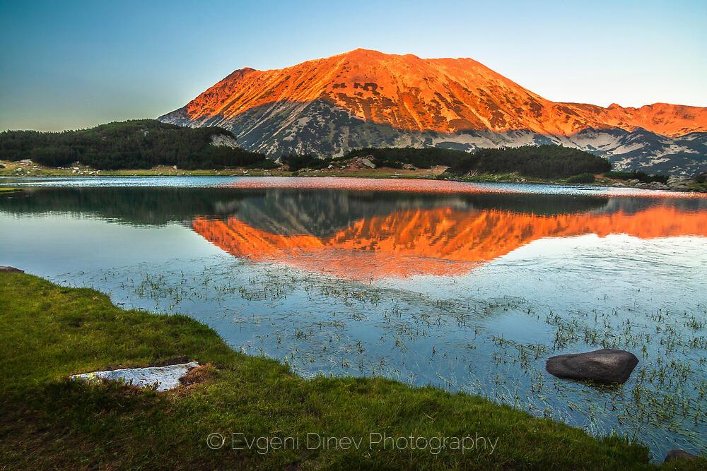 Тодорка и нейното отражение в Муратово езеро