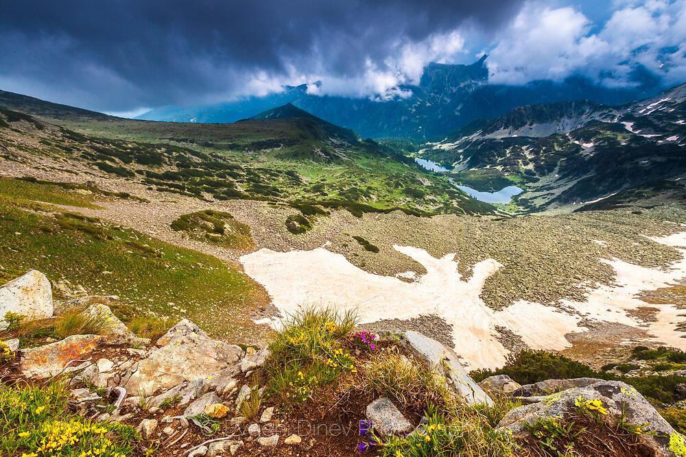 Гледка към Василашките езера от Тодорина порта