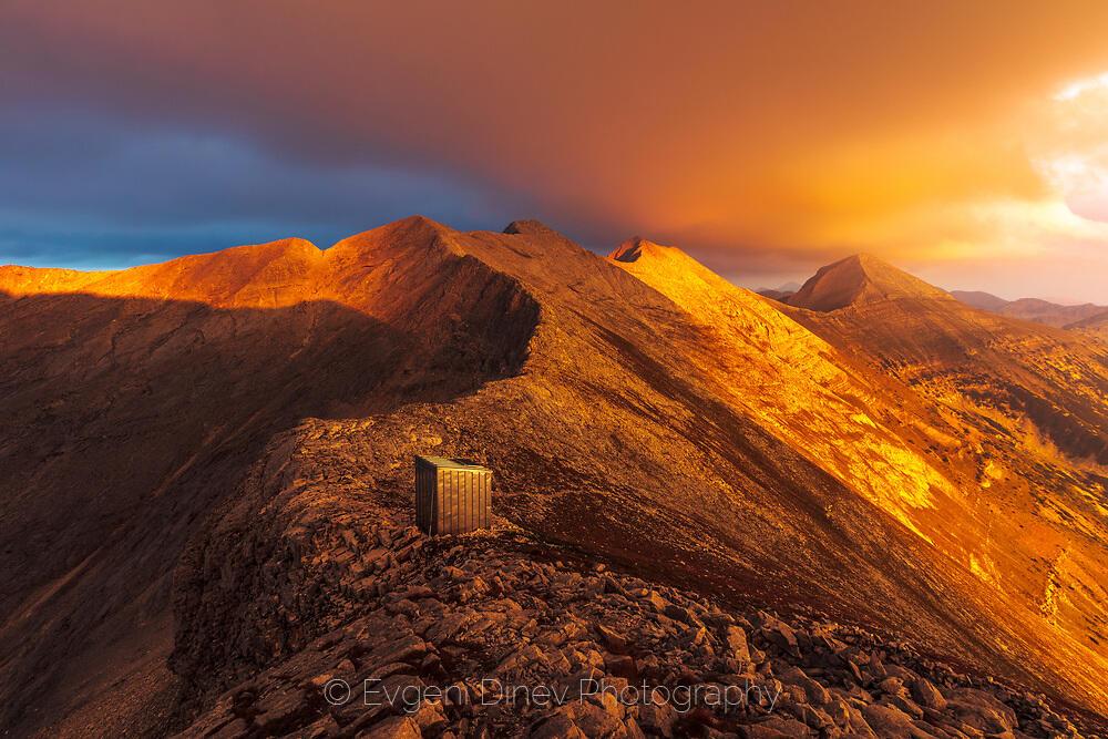 Огнен залез над Кончето в Пирин