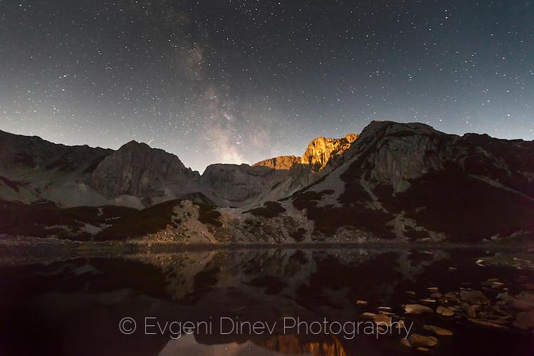 Млечният път над върховете на Синаница