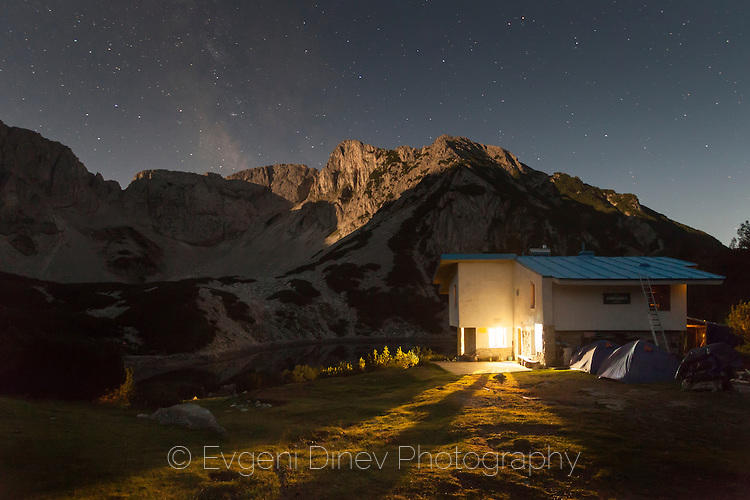 Нощем край хижа Синаница