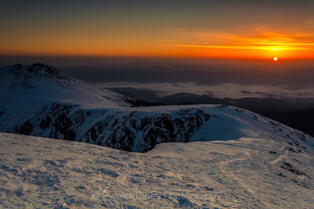 Изгрев от връх Безбог