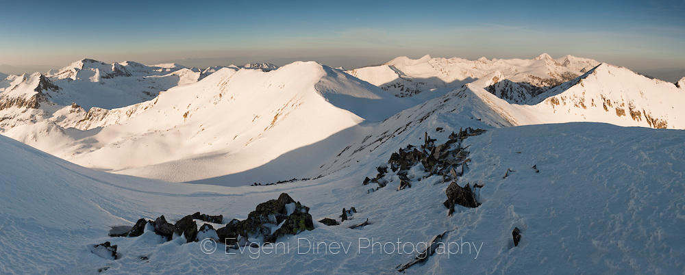 Изглед от връх Полежан