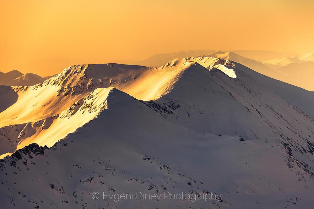 Снежни пирински върхове