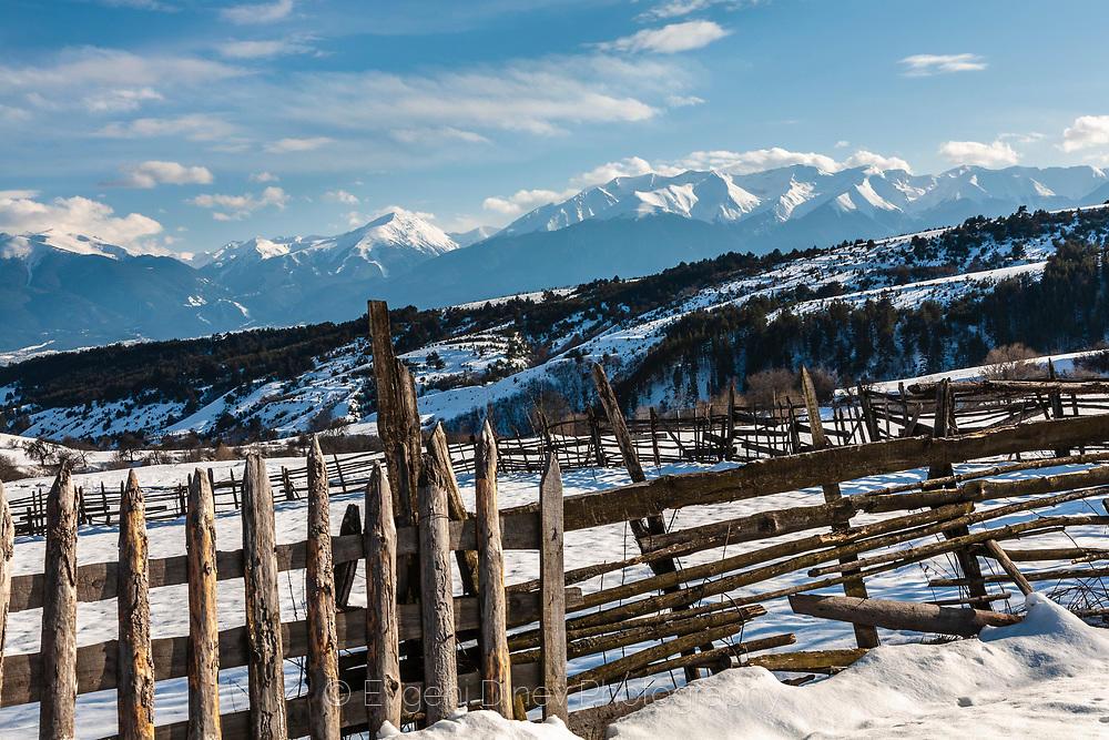 Село Добърско, гледка към зимен Пирин