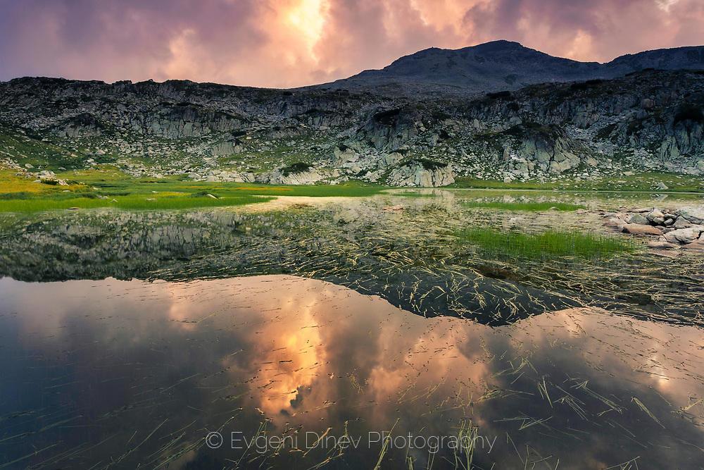 Високопланинско езеро в Пирин