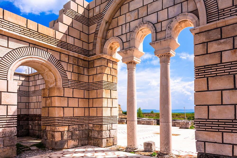 Красиви колони на базиликата в Плиска