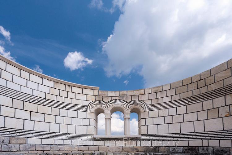 Стените на базиликата