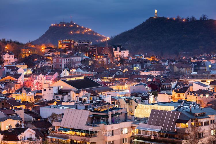 Над Пловдив нощем