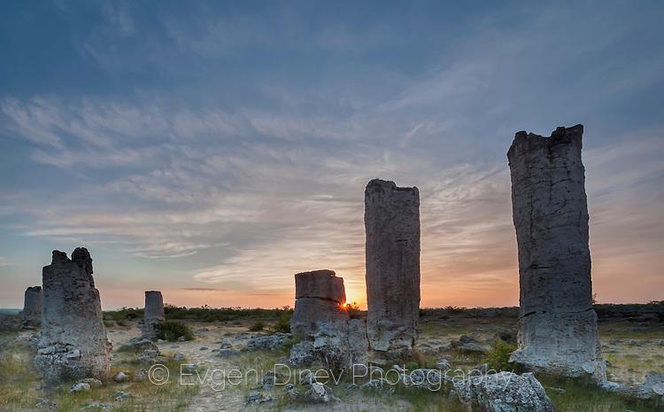 Първи слънчеви лъчи на Побитите камъни