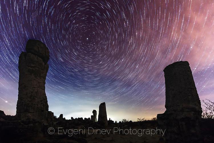 Звездни следи над Побитите камъни
