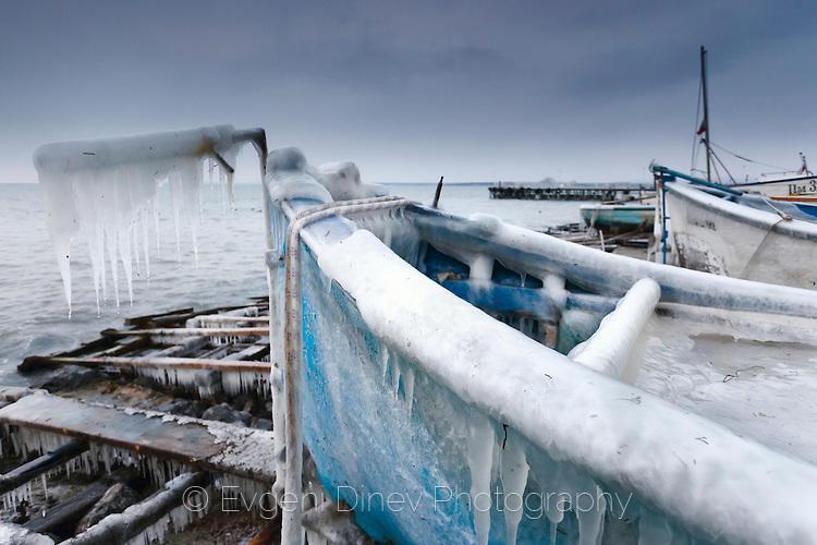 Замръзнала лодка