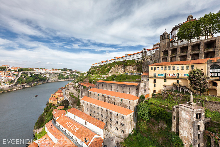 Манастир край река Доуро в Порто