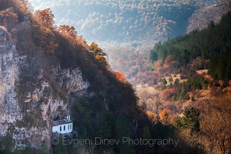Разбоишки манастир, през есента