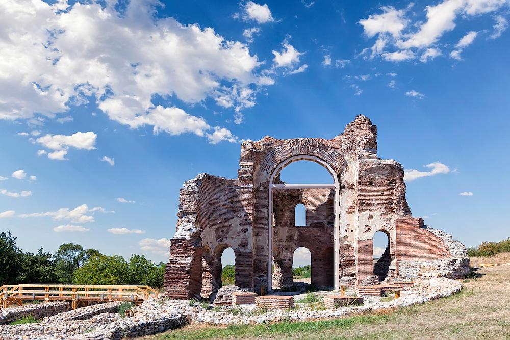 Руините на Червената църква
