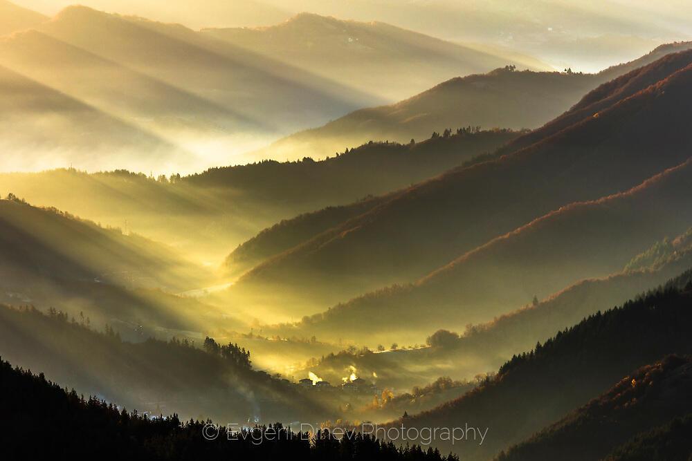 Златната долина