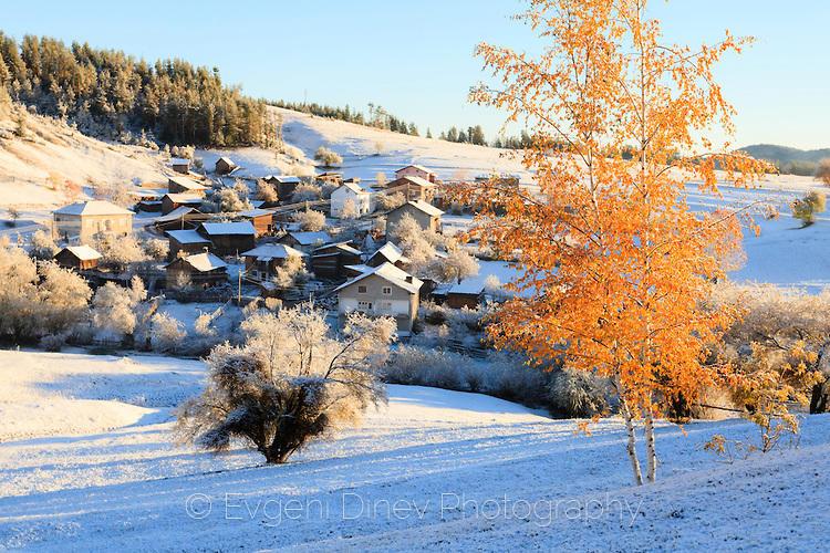 Сняг посред есен в село Кръстава