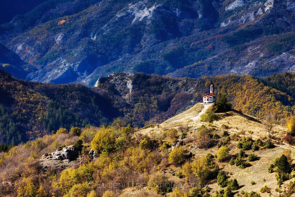 Храм край Кръстова гора