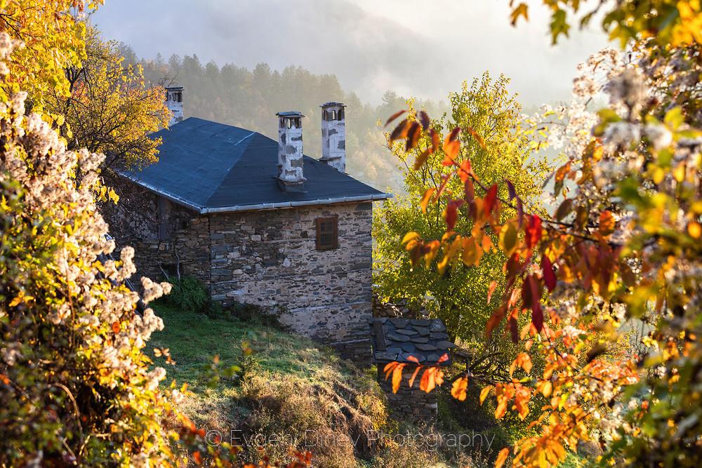 Каменна родопска къща
