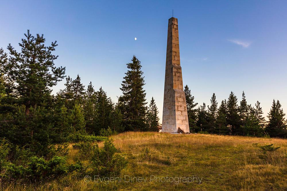 Паметен монумент край Хайдушки поляни