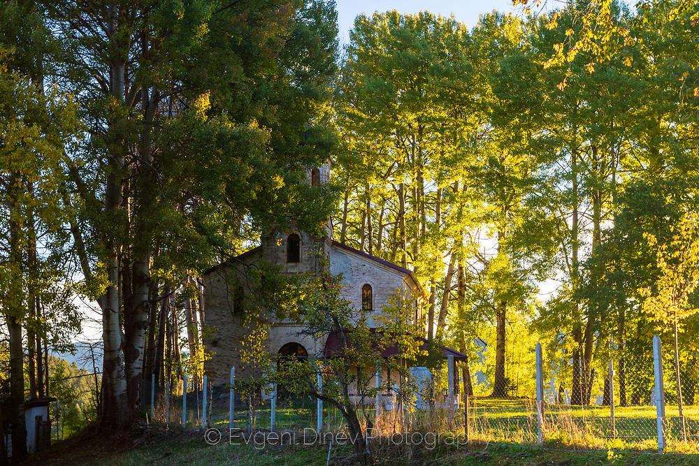 Църква в гора от трепетлика