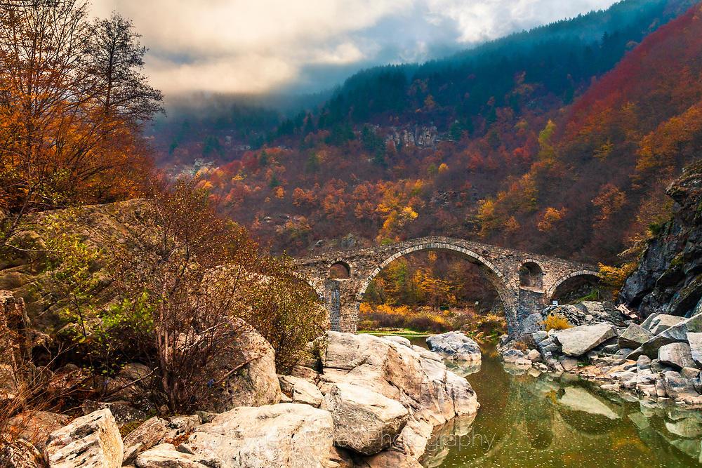Есен край Дяволския мост