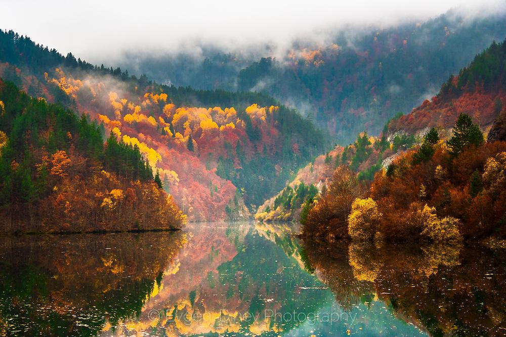 Пъстро Родопско езеро