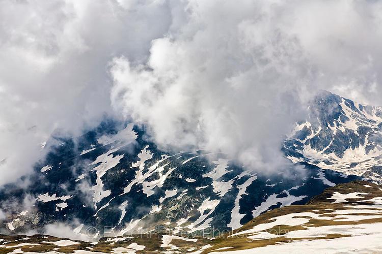 Рилски върхове в облаци