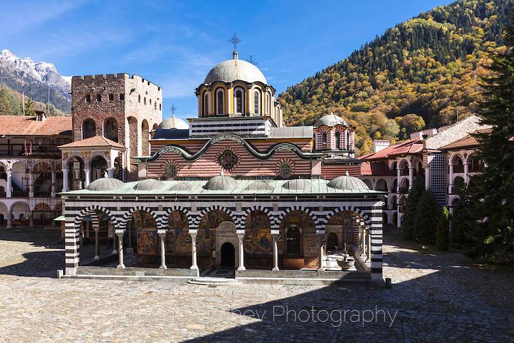 Рилски манастир в разгара на есента