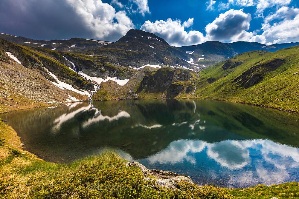 Отражения в планинско езеро