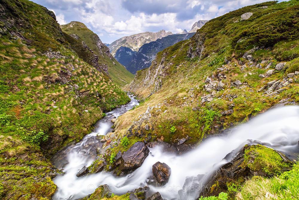Буен планински поток