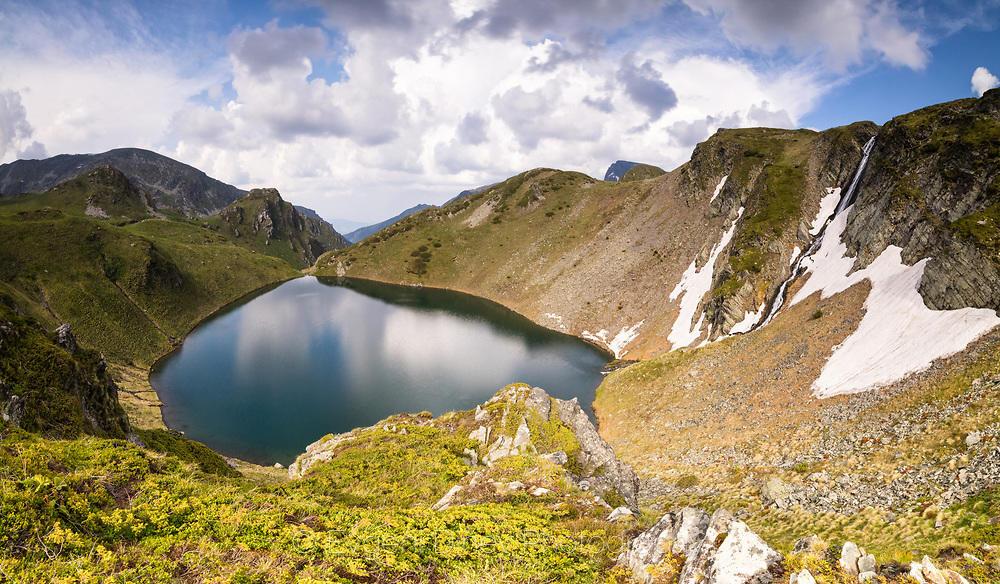 Едно от Урдините езера с личен водопад