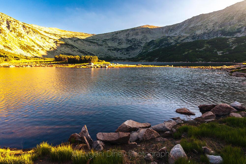 Смрадливото езеро