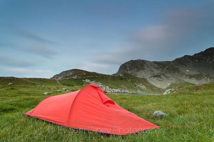Червена палатка