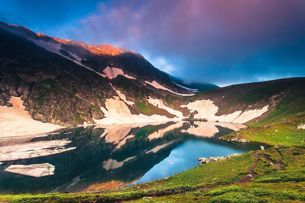 Езеро Окото по изгрев
