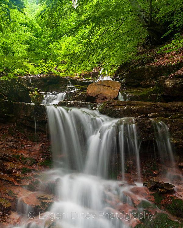 Малък водопад преди Боров камък