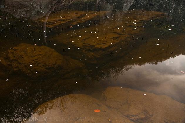 Под реката