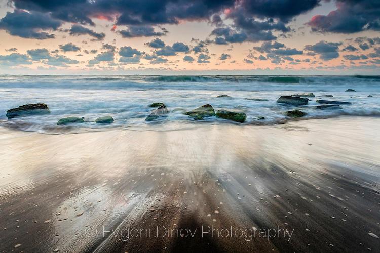 Измит от вълните бряг