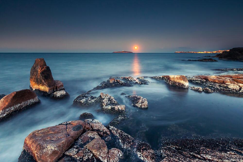 Лунен изгрев между Созопол и остров Свети Иван