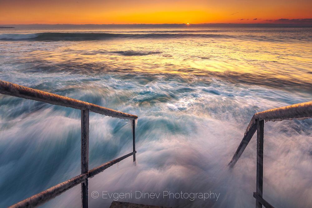 Стълби в морето