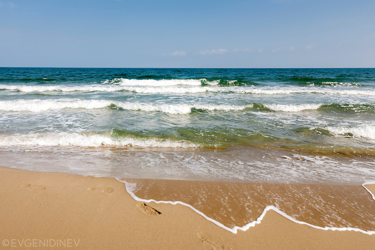 Недокоснат бряг
