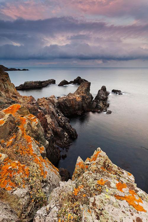 Скалите на полуостров Буджака по залез