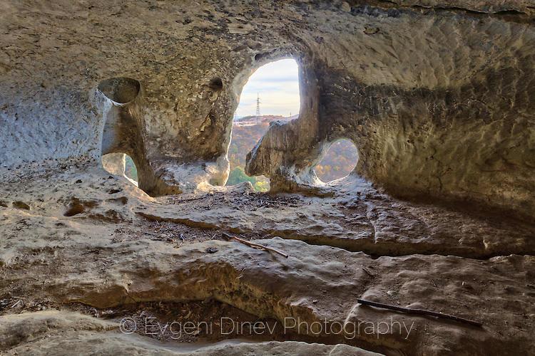 Църква в нишите до крепостта Овеч
