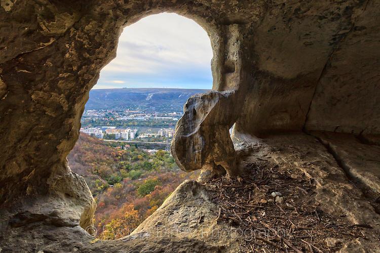 Гнездо на орел в ниша на скална църква Шашкъните